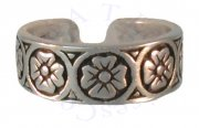 Wide Band Antiqued Circled Four Petal Flowers Adjustable Toe Ring