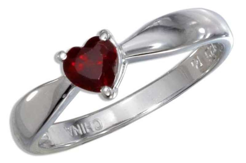 Solitaire Garnet Heart Ring